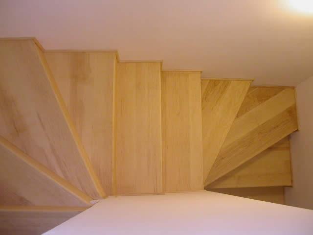Come pulire al meglio le scale in legno